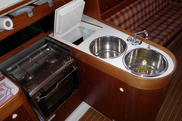 Yachtcharter Ostsee Pantry X 332 Realx